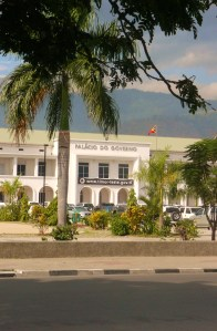 Palacio do Governo, flying the East Timorese flag. Photo Alex Castro
